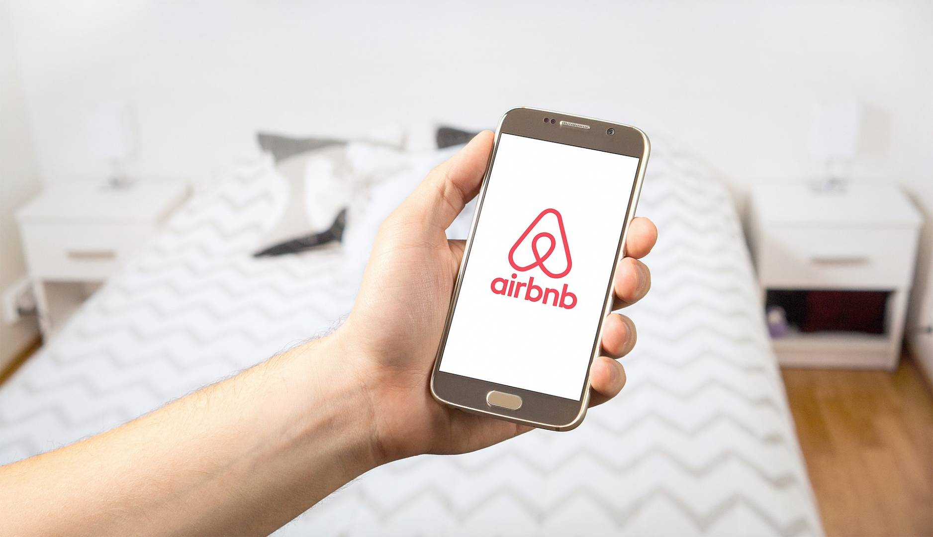 "Airbnb has begun asking guests to send ""courtesy cards"""