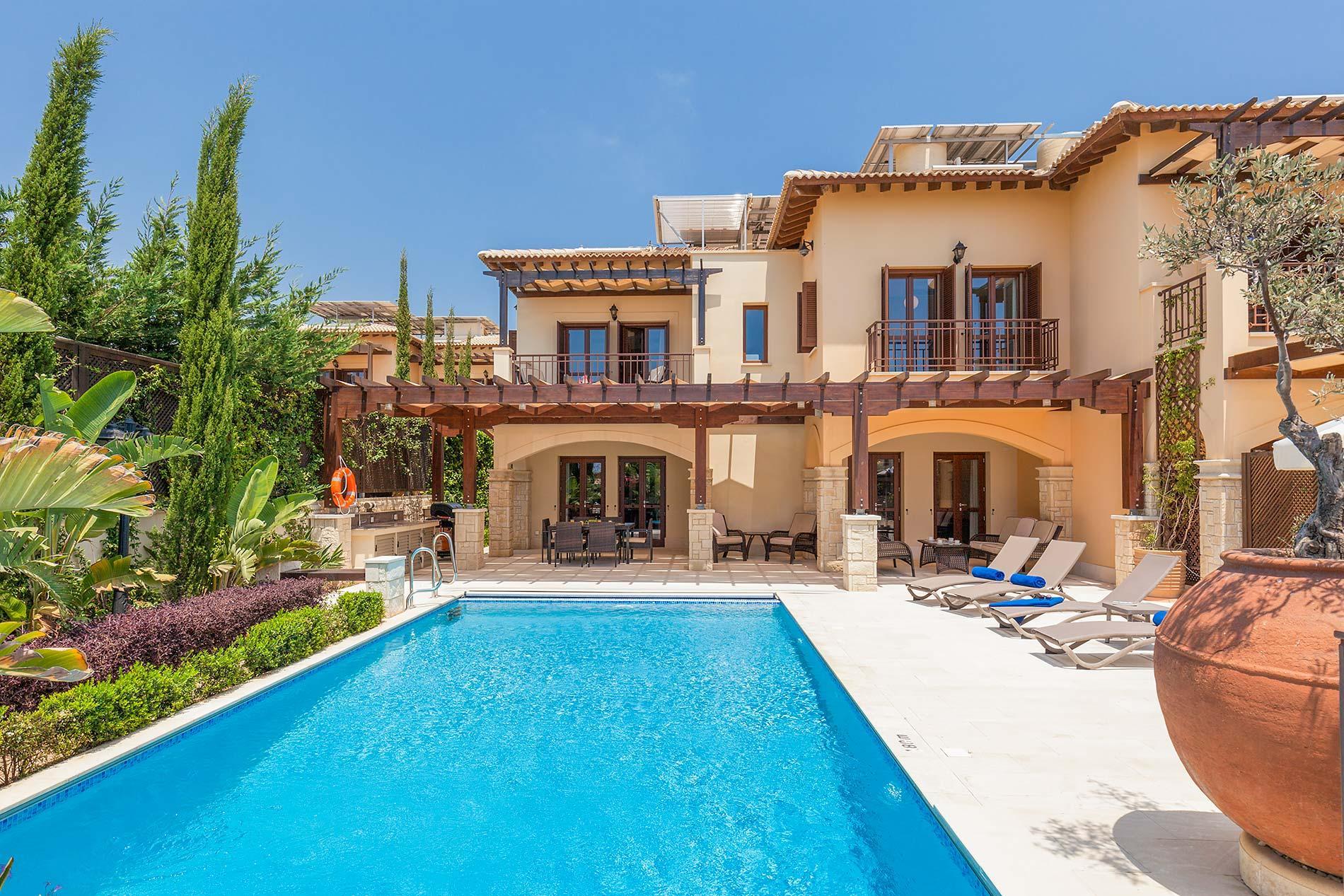 Условия получения гражданства Кипра за инвестиции в недвижимость