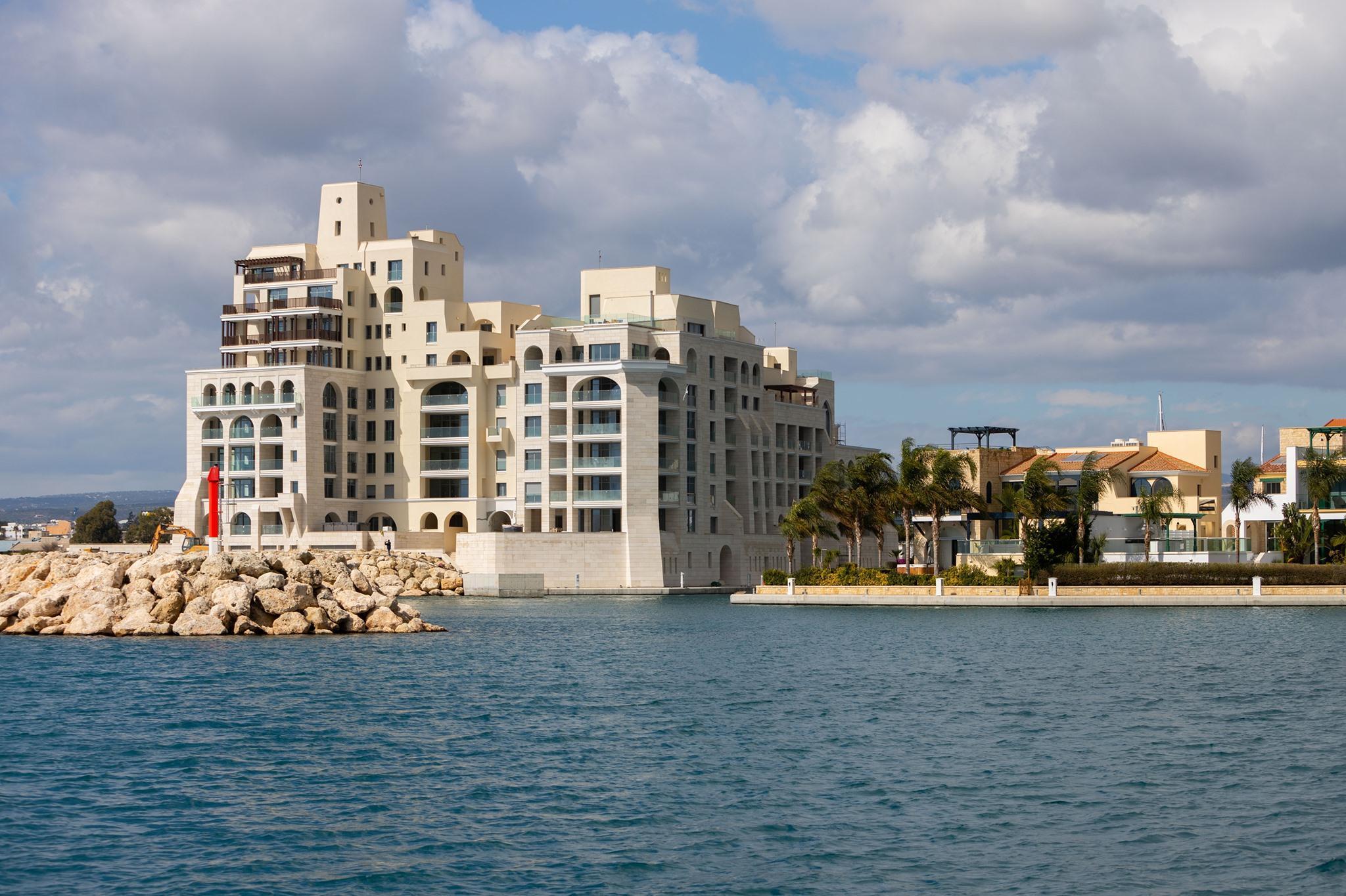 В гавани Лимассола завершилось строительство элитного комплекса Castle Residences