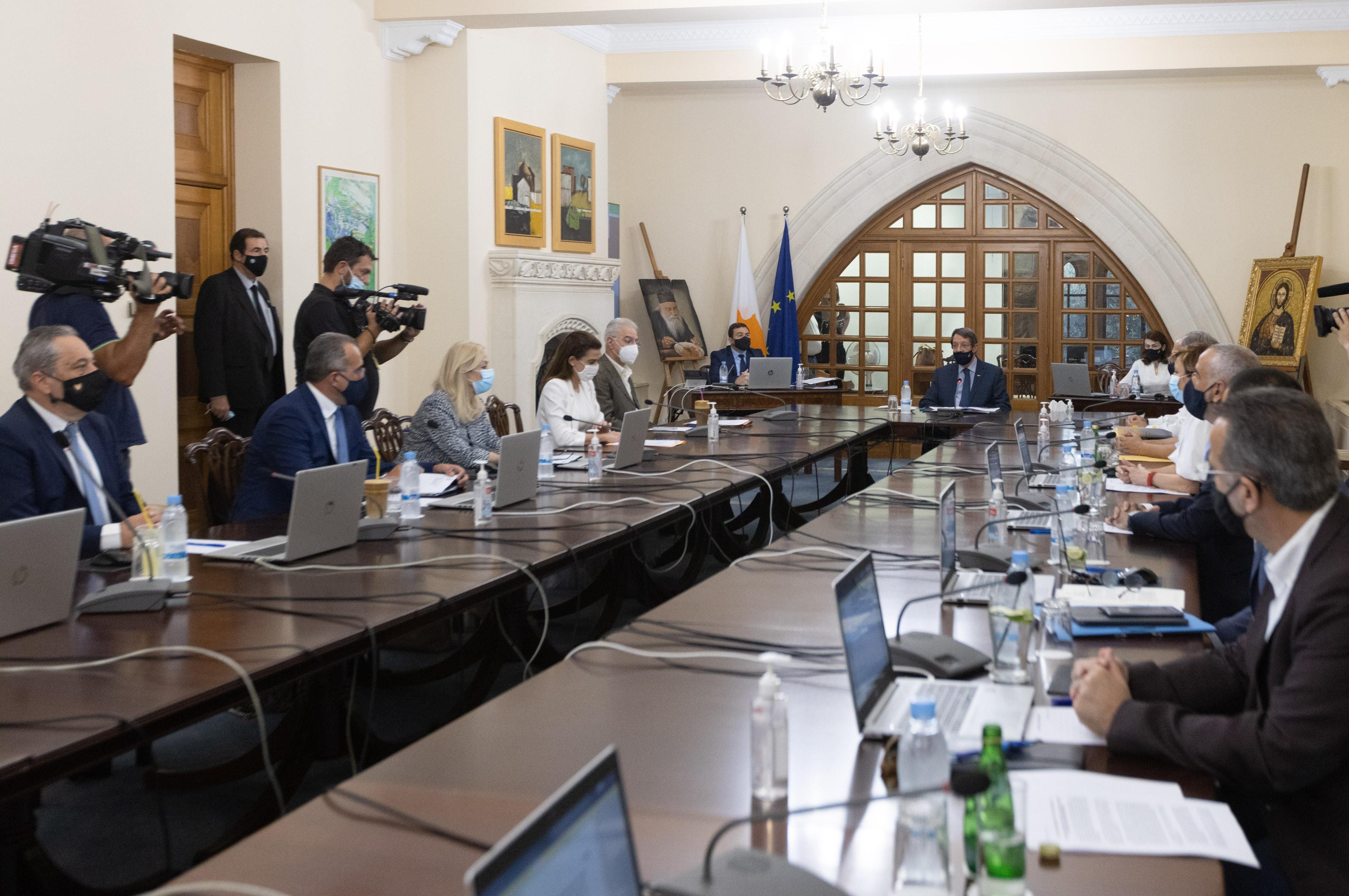 На Кипре вводят новые меры в борьбе с пандемией коронавируса