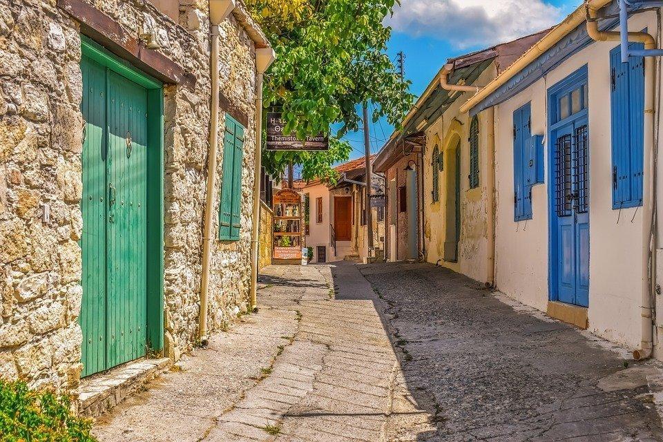 МВД Кипра продолжит выделять субсидии на жилищное строительство в горных и отдалённых районах острова